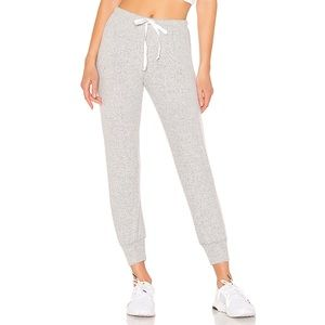 New Onzie Weekend jogger in heather gray S/M
